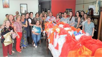 Entrega de Kits para Mães Carentes